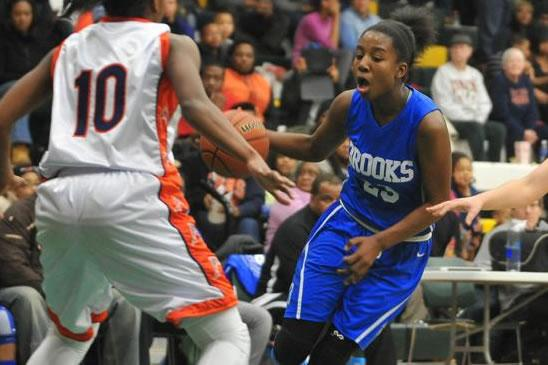 Photo of a Lady Eagle facing an opponent.
